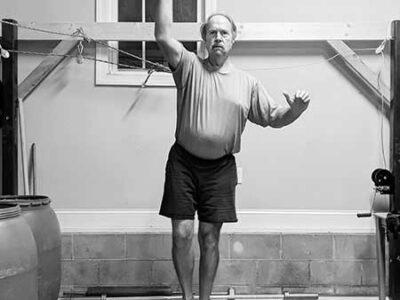 Πώς να βελτιώσεις τις επιδόσεις σου επαναϊσορροπώντας το σώμα σου: Το μάθημα ενός Strongman κατόχου παγκόσμιου ρεκόρ
